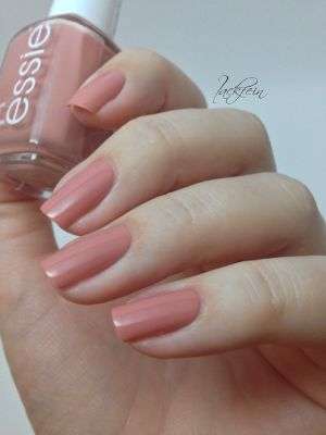 My new favorite Essie!  Not only because of the color but i love the name.....eternal optimist!!  <3