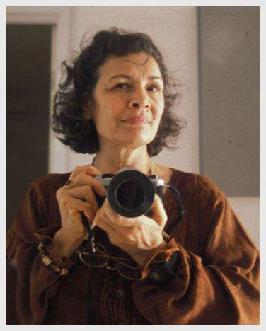 Zahra Kazemi fotoreporter iraniana-canadese venne arrestata nel 2003 per aver scattato fotografie di fronte alla prigione di Evin. Tre settimane più tardi, morì in galera in Iran. Il medico che aveva esaminato il suo cadavere rivelò, nel 2005, che presentava evidenti segni di tortura: inclusi stupro, dita spezzate, unghie mancanti, segni di frustate sulle gambe e frattura cranica.