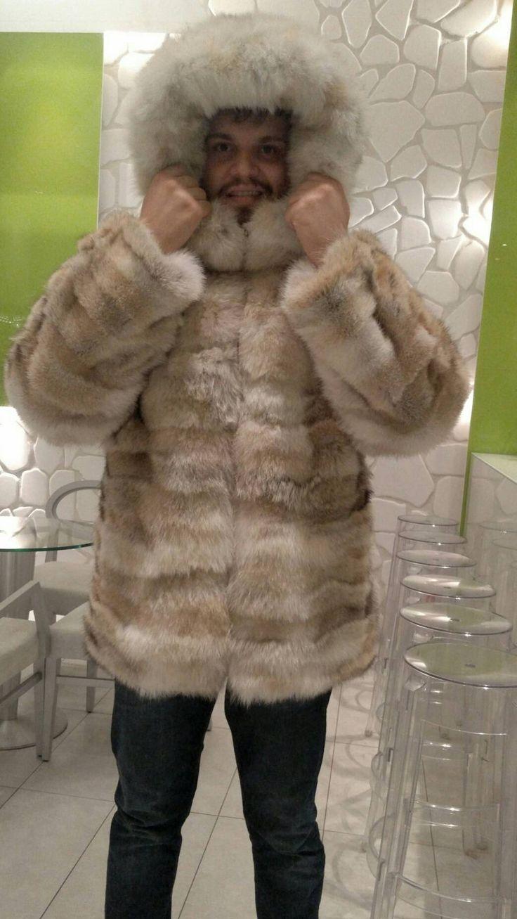 Die perfekte Kapuzen Winterjacke!!! Gerade angekommen! Neu in!!! Natürliche echte Männer Fell aus natürlichen Farbe ausgezeichnete Qualität Pelz Coyote mit Leder Reißverschluss und Fuchs Streifen auf der Motorhaube! So weich und schön! GRÖßEN: 48 / S, 50/M 52/L 54/XL, 56/XXL, 58/XXXL