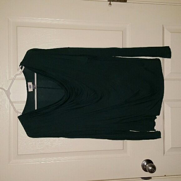 V neck green top Posted v neck Hunter green top like new Old Navy Tops Blouses
