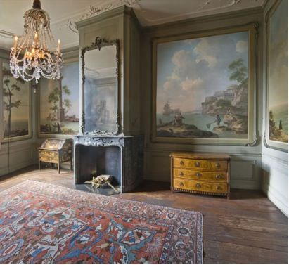 The Van Loon Museum in Amsterdam: the art adorning the walls is lit safely and beautifully using fibre optics designed and manufactured by Absolute Action.
