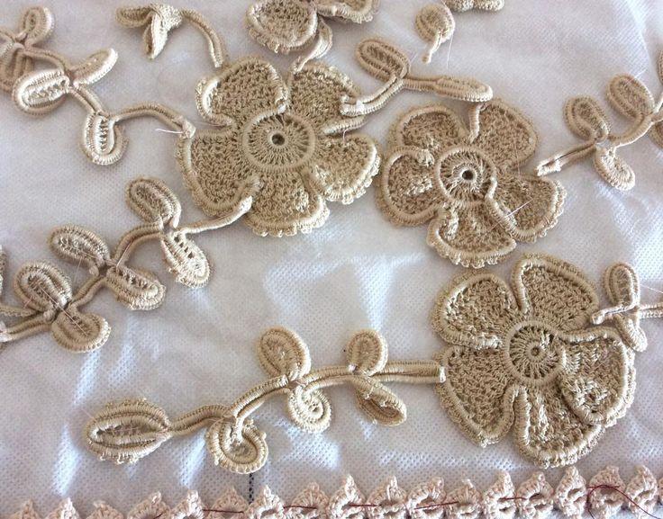 Vamos a comenzar la red luego de tantos meses tejiendo motivos  que trabajo largo #irishlace #irishcrochet #crochetirlandes #handmade #etsy #youtube #crochet #ilovecrochet #crocheting #virka #ganchillo #cordoba #argentina