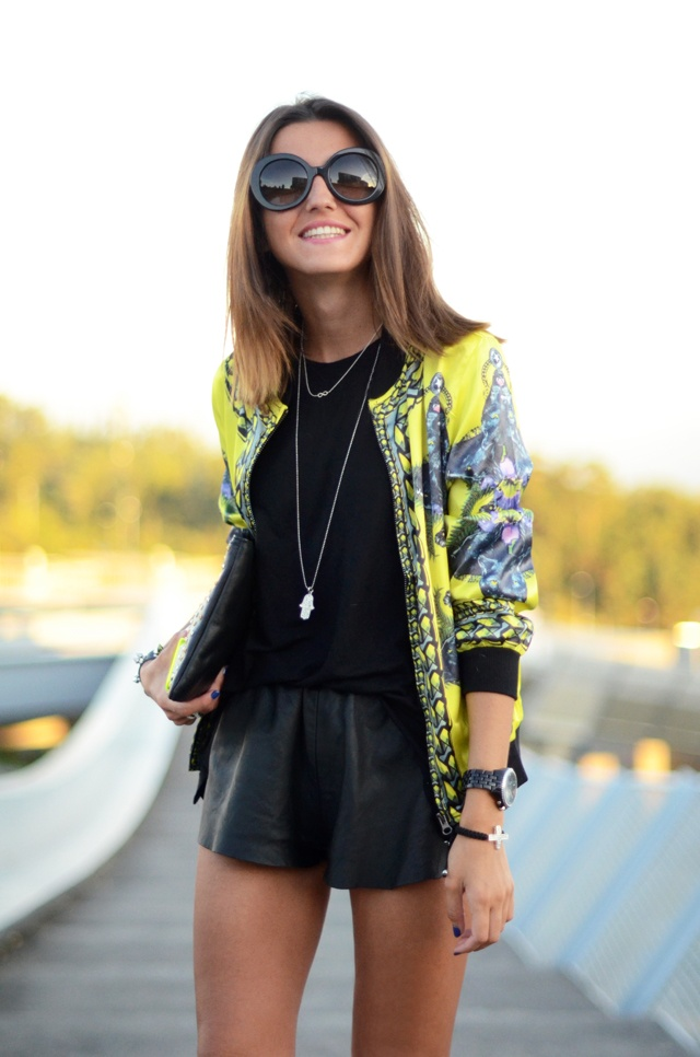 lovely pepaLeather Shorts, Fashion Style, Style Inspiration, Street Style, Black Outfit, Fall Outfit, Prints, Bomber Jackets Outfit, Street Chic