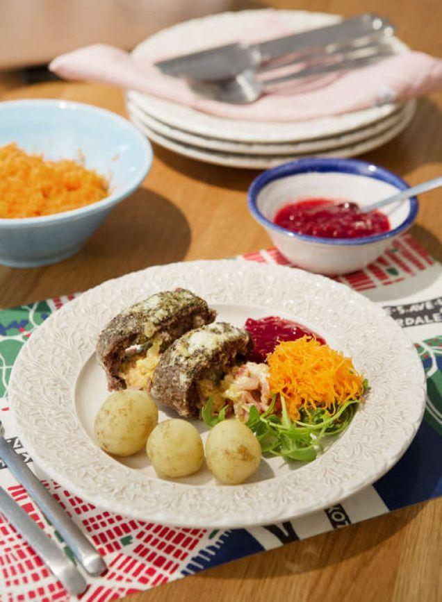En köttfärsrulle med kokt potatis och rivna morötter är en bra vardagsrätt, tycker Magdalena. Variera innehållet efter säsong eller efter det du har hemma.