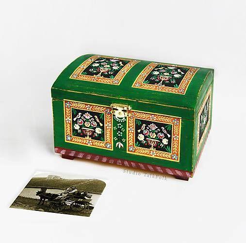 TalkFolk / Ručne maľovaná miniatúrna truhlica z Litomyšlska