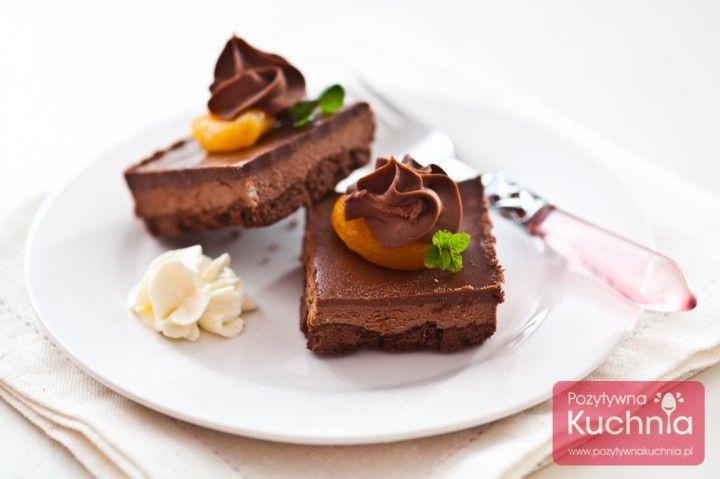 Krem czekoladowy budyniowy - do dekoracji tortów, ciast, babeczek cupcakes i zawijania rolad. Aksamitny, pyszny!  http://pozytywnakuchnia.pl/krem-czekoladowy-budyniowy/  #deser #czekolada #kakao #przepis #wypieki #kuchnia