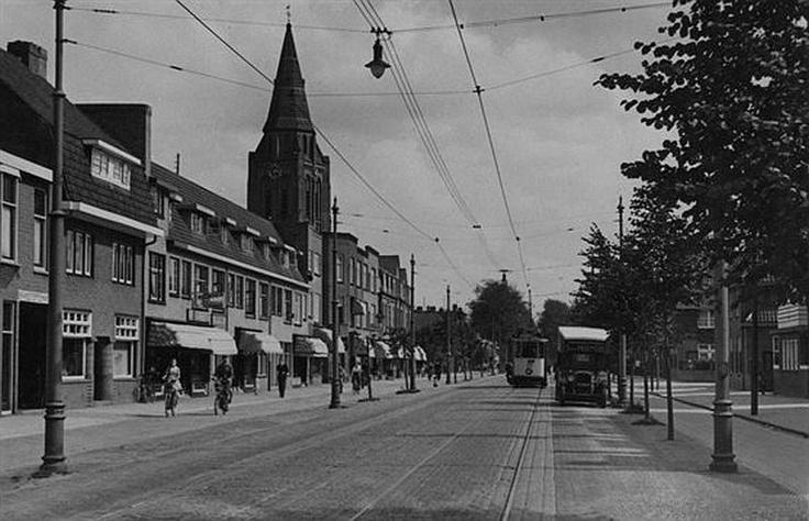 Zuilen   Amsterdamsestraatweg 1935   Links de toren van de Ludgeruskerk
