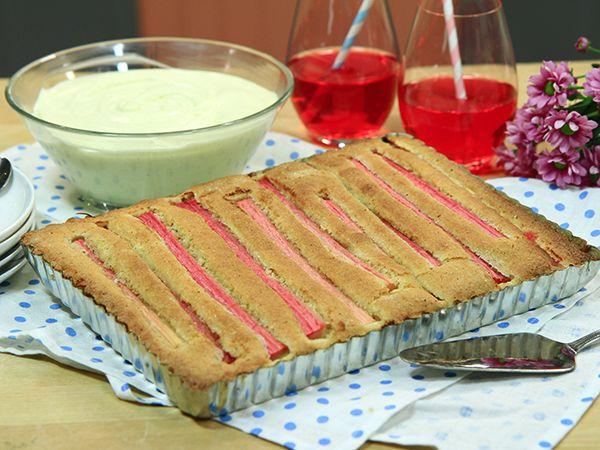 Rabarberkaka med hemgjord vaniljvisp   Recept.nu