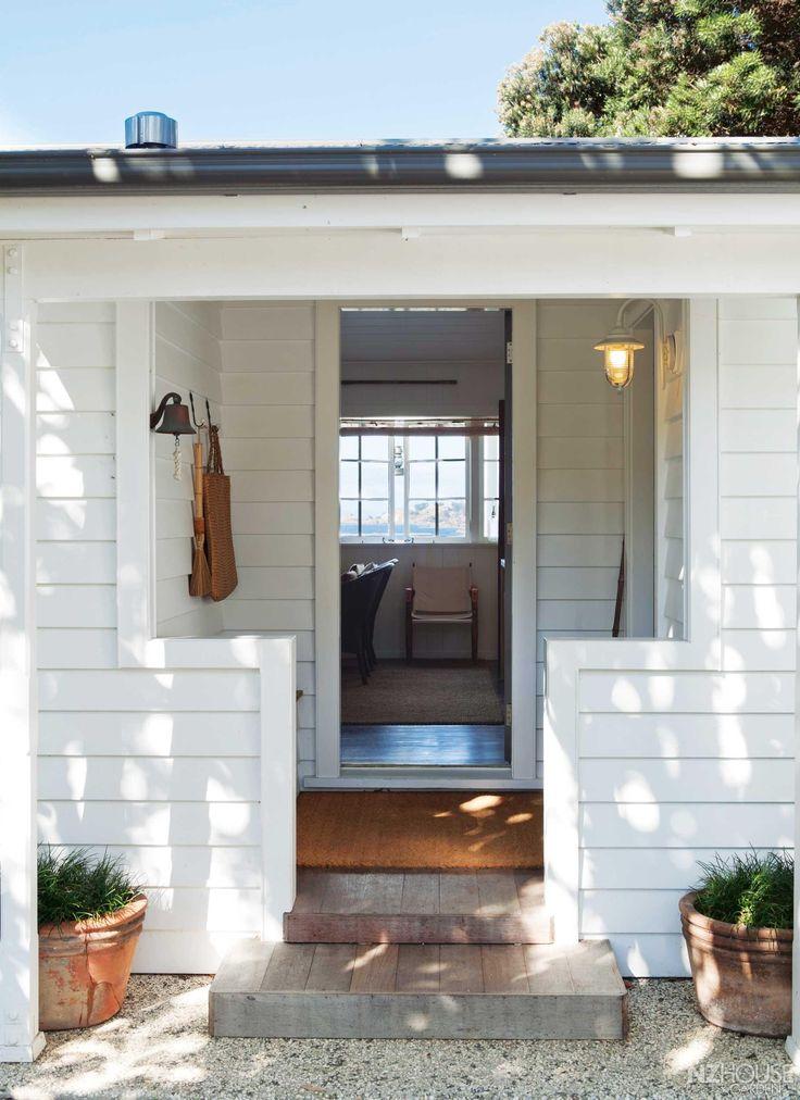 Summery cottage on Waiheke Island - NZ House and Garden