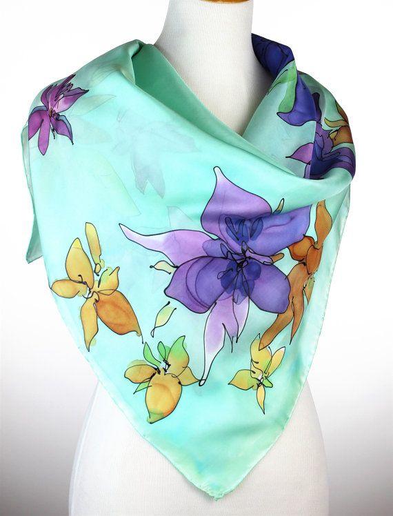 Este jardín de primavera deleite florales características de la mano flores pintadas en colores brillantes de morados, amarillos, rosas y naranjas sobre fondo verde azulado delicado. Uno de los tipos, firmado. ¡Envoltura de regalos de Navidad! Regalo envuelto y viene con la tarjeta de