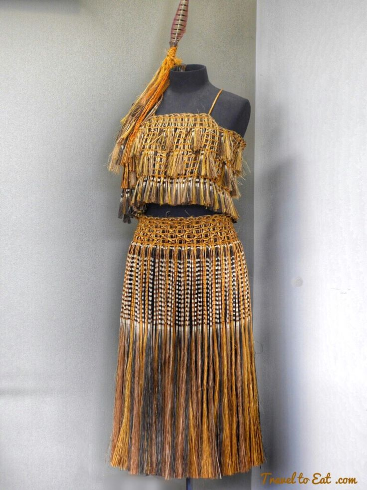 Kākahu (cloak weaving). Te Puia (Weaving School), Māori Arts and Crafts Institute. Rotorura, New Zealand