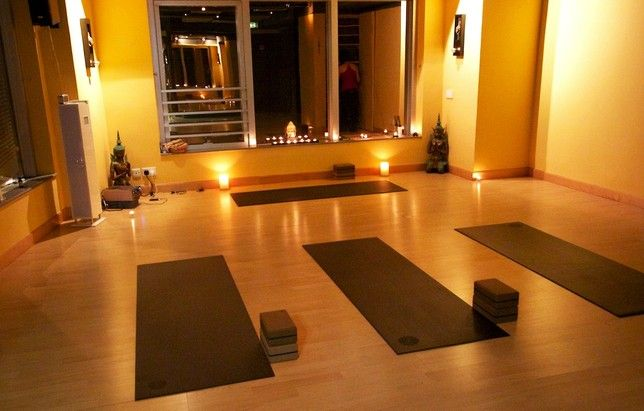 17 best images about yoga studio on pinterest for Home yoga room design