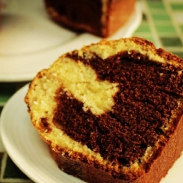 Receita de Bolo frapê de liquidificador (bolo bicolor de coco e chocolate) - (1 bolo médio):, . 2 xícaras de farinha de trigo, 1 xícara de leite, 1 1/2 xíca...