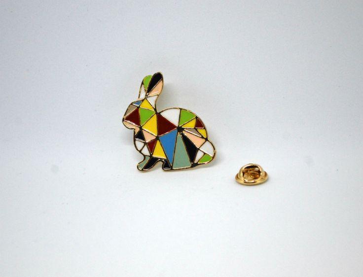 Значок на одежду цветной кролик оригами по супер выгодной цене 990 руб руб, с бесплатной доставкой по Москве и России без предоплаты. В наличие размеры , приезжайте к нам в магазин!