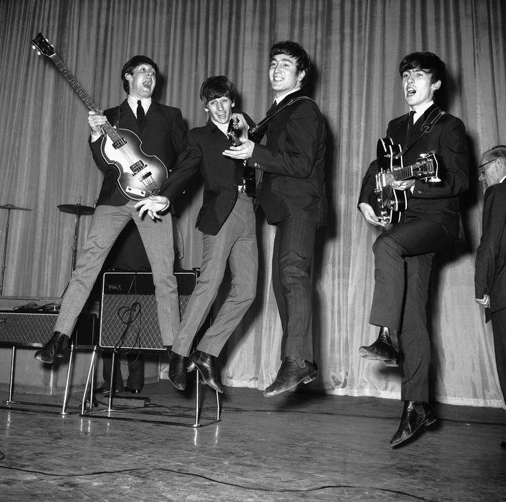 """""""Beatles: uma incrível história de sucesso por meio de imagens"""" fica exposta por três meses e passa pelas estações: República, Sé e Clínicas"""