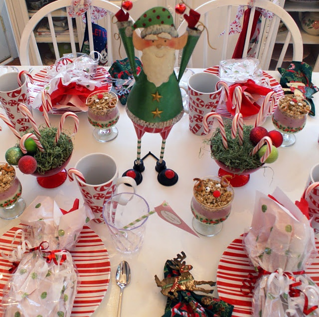 Darling Elf breakfast Table setting~the complete look ...<3 I want to decorate my table like this for Christmas breakfast!