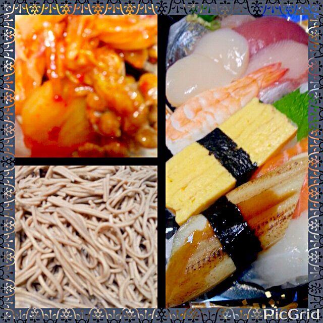 食べた順番から ★キムチ納豆 ★とろろ昆布のお吸い物 ★十割蕎麦 ★握り寿司  今夜は、生のお魚の酵素と血液さらさら成分を いただきました  ほんとは、握り寿司よりも お稲荷さんとか巻き寿司がすきなんやけど 甘い味付けがしてあるので ここは、お魚屋さんの握り寿司半額(笑)  今夜は、蕎麦のルチン、納豆、キムチの 植物性乳酸菌など 健康志向でまとめてみました - 65件のもぐもぐ - ダイエット道★握り寿司、十割蕎麦 by marbure