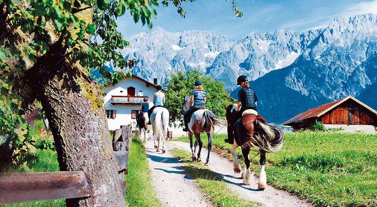 Laaja Miemingin tasankoalue upeissa Tirolin alppimaisemissa sopii aktiivisille lomailijoille. Alppialueen monipuolisia harrastuksia ovat etenkin patikointi ja pyöräily. Reittejä on helpoista haastaviin, ja myös opastettuja retkiä järjestetään viikottain Miemingissä ja lähikylissä. Golfaajille ja ratsastajille löytyy myös tarjontaa. #Mieming #Itävalta #Alpit #Aurinkomatkat #AurinkoAlpit