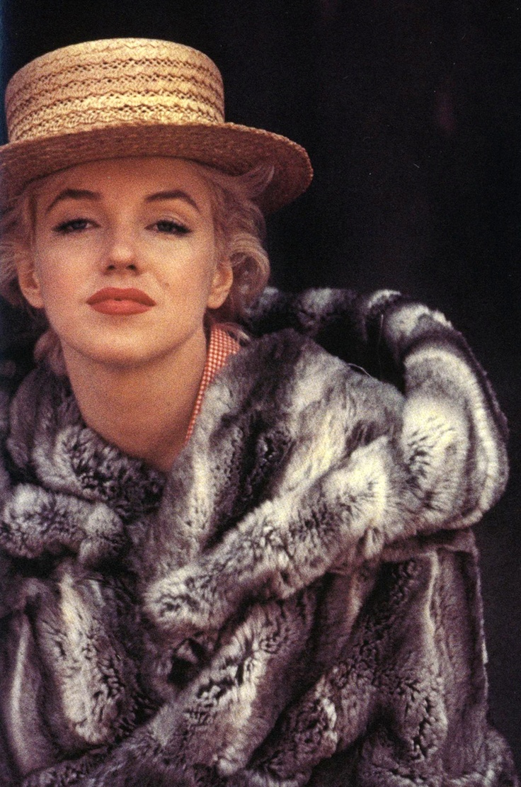 a straw boater........AND chinchilla.........AND marilyn monroe? wow.....<3