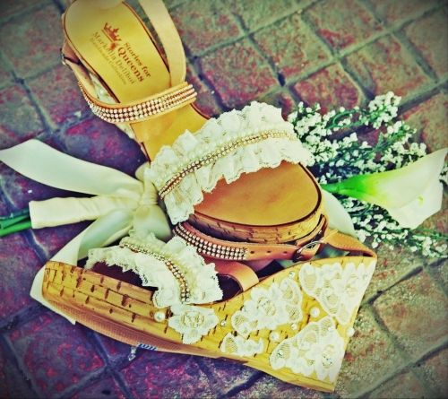 Χειροποίητες νυφικές πλατφόρμες από γνήσιο δέρμα στολισμένες με δαντέλα και στρασιέρα.  http://handmadecollectionqueens.com/Χειροποιητες-πλατφορμες-με-δαντελα-και-στρασιερα  #handmade #fashion #women #platforms #summer #footwear #storiesforqueens #bridal   #wedding