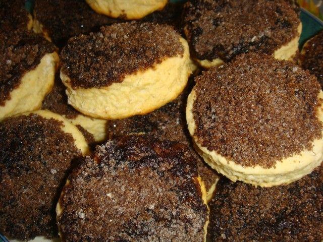 Estás son las tradicionales y deliciosas facturas tortitas negras en una verción mucho más facil ya que están hechas sin levadura , pero resultan igualmente deliciosas !!!