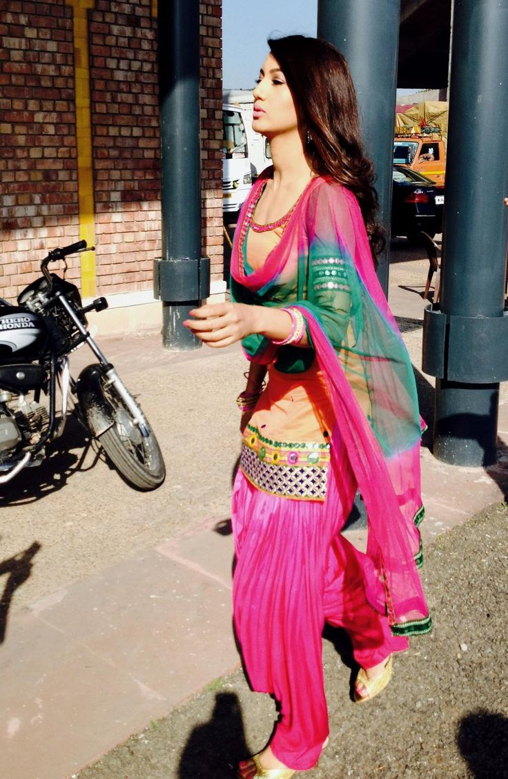 Actress Gauahar Khan looked pretty in the pink Patiala salwar suit