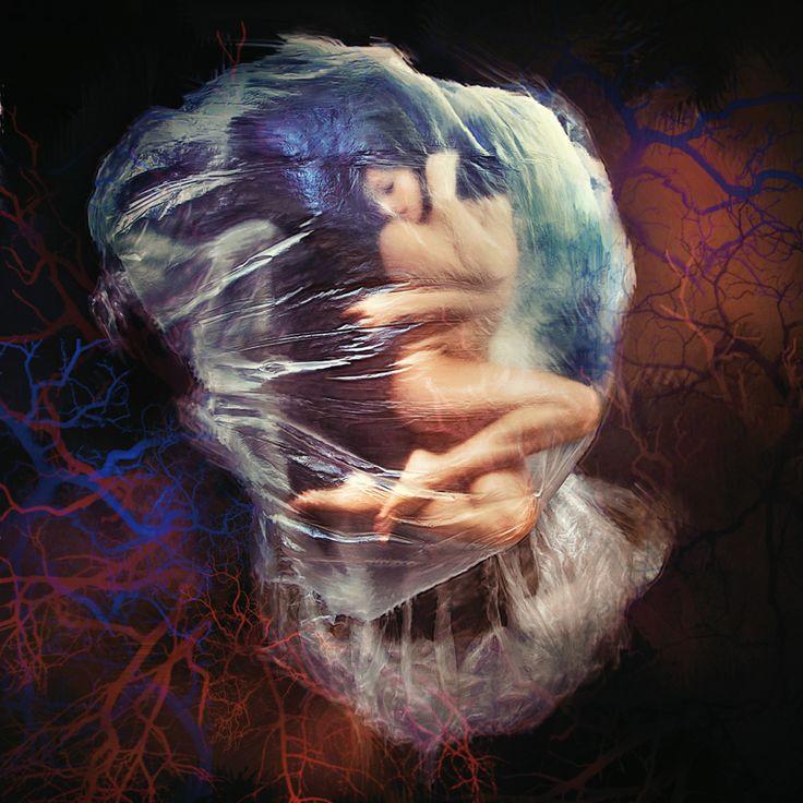 Nasce nelle viscere dell'animo, anima concava che si riempie di vita fluida destinata a forme. È dolore e nascita, unione e separazione, compenetrazioni e strappi, è amore lacerante che crea e prosegue il proprio Io dando significato nuovo. È respiro e urlo che percorre i sensi. È la contraddizione di chi è uno ma può diventare due senza essere più solitudine. #Profumi