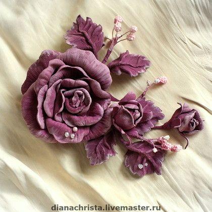 Брошь из натуральной кожи `  Глория `. Брошь из натуральной кожи, очень приятного цвета фуксии, станет заметным украшением на платье, пальто, а может быть любимой сумочки.