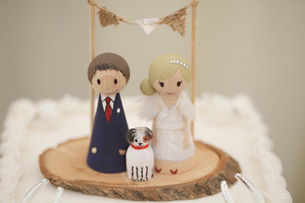 Cute Homespun Marquee Indoor Picnic Wedding Wood Bride Groom Bunting Log Cake Topper http://www.milkbottlephotography.co.uk/