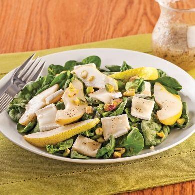 Salade de bébés épinards, poires et brie - Soupers de semaine - Recettes 5-15 - Recettes express 5/15 - Pratico Pratique