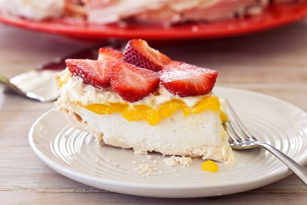 Pavlova with Lemon Curd and Strawberries | Recipe