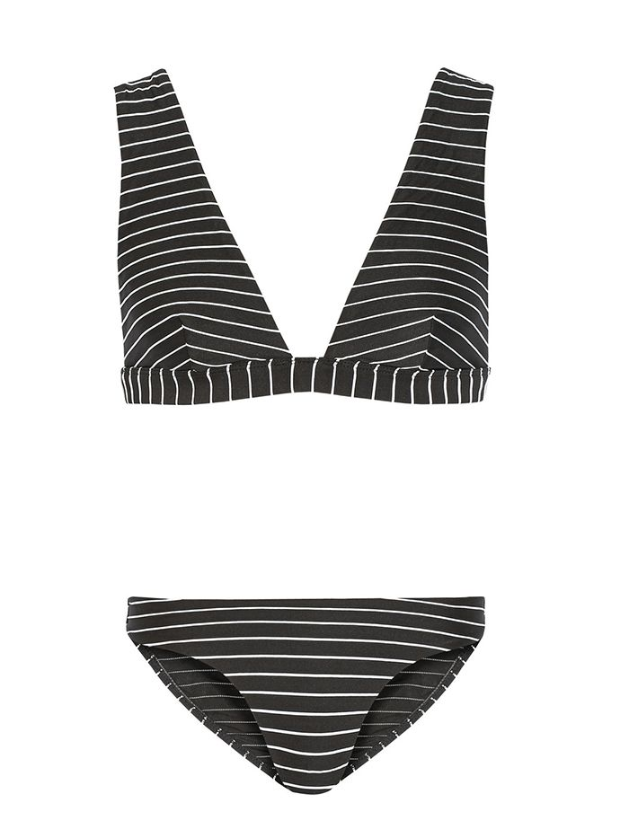 These+Are+the+Best+Swimsuits+for+Large-Busted+Girls+via+@WhoWhatWear
