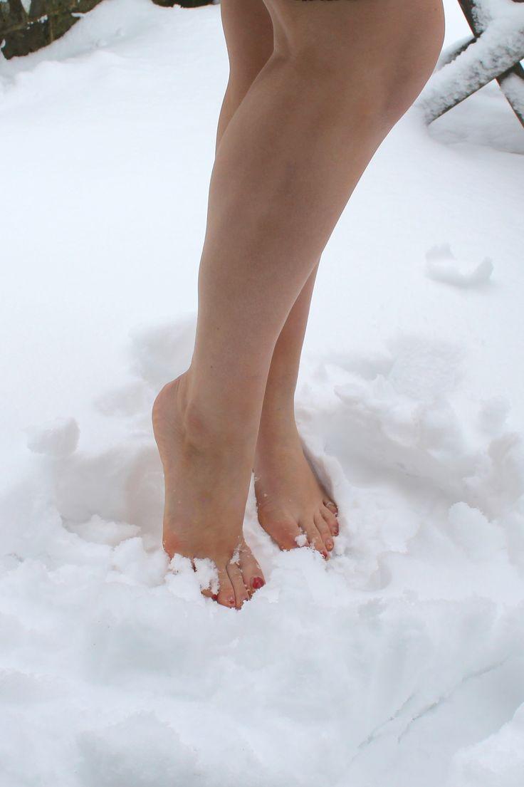 разыскивают тех, фото женских босых ног франции среду журнал