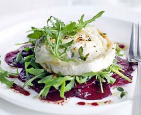 Goat's cheese & beetroot salad