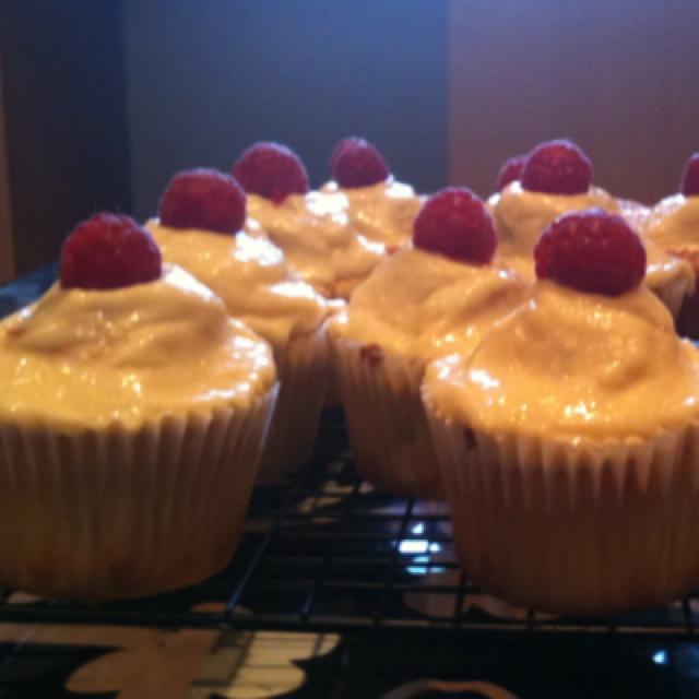 Raspberry trifle cupcakes