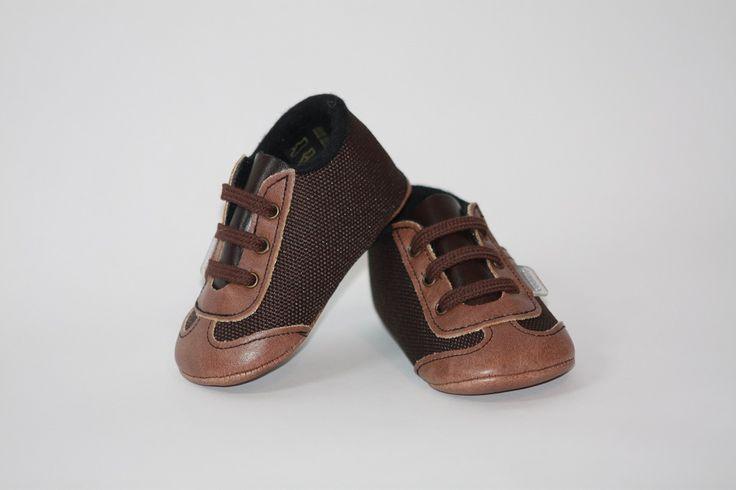 Zapato tipo tenis - Marca Cuquitos - Hecho a mano, facilita el crecimiento natural del pie