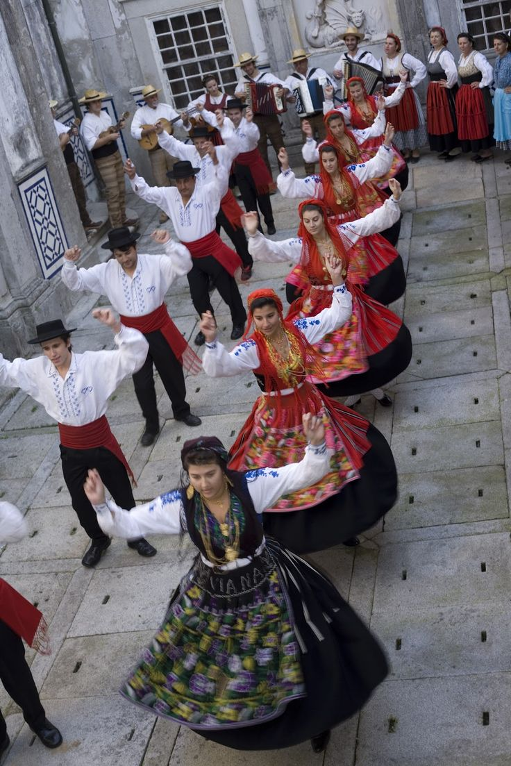 Folk Costumes and dances - Minho, Portugal