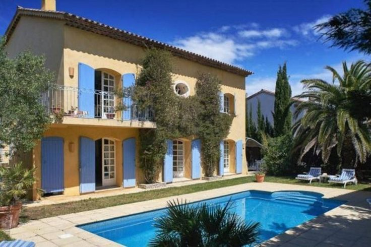 Maison à Gassin, France. private six bedroom villa with heated swimming pool and large courtyard