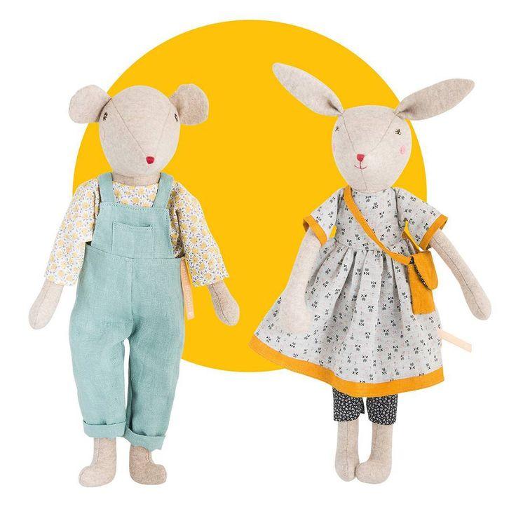 Découvrez la famille Mirabelle, la maman Rose, le papa Chicoré, et les petits Noisette, Groseille et Camomille ! Une adorable famille de lapins et de souris, nichée au creux d'un grand chêne... http://www.moulinroty.com/fr/collection/la-famille-mirabelle/  Elle sera disponible très vite en boutique !  #moulin_roty #moulinroty #lapins #souris #kids #baby #nouveau #new #famille #family #mirabelle #pourlespetits #enfant #poupee #jaune #yellow #fleur #fleuri