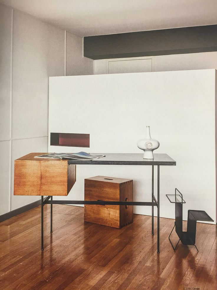 Writing desk cm141 by pierre paulin 1954 re edited by ligne roset tabouret - Ligne roset marseille ...