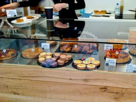 Next door to the Rose Bakery, at Le Comptoir Tartes Kluger the best tarts in Paris for a light meal in Marais.