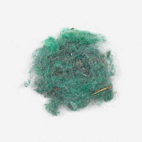 Pendant 2 ans Klaus Pichler a passé le balais dans divers endroit pour récupérer la poussière et tout ce qui traînait par terre pour les photographier en tas.