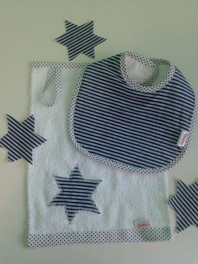 Babero de algodón estampado.  Toalla en el centro y plástico por debajo.  Babita de toalla con estrella bordada y tira para colgar.   De 2  a 6 meses.   ...