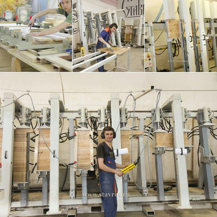 Это наш цех склейки, именно в нем доски, ранее распущенные на ламели, превращаются в мебельные щиты из которых впоследствии мы производим наш резной декор. В своей работе мы используем немецкий индустриальный клей для водостойких соединений фирмы KLEBCHEMIE M.G. Becker GmbH & CoKG (Германия) KLEIBERIT 303.2, с качеством склеивания - D3.