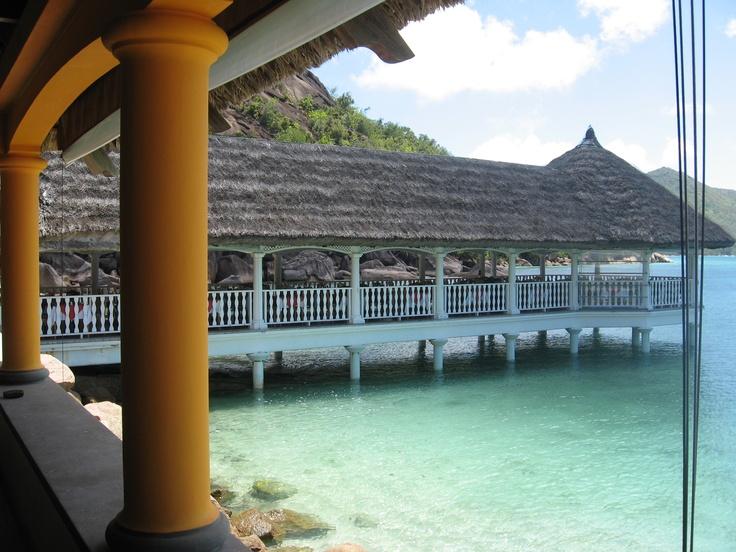 Hotel La Réserve en Anse Petite Cour, Seychelles.   Alquiler de coches en el aeropuerto de Mahé: http://www.reservasdecoches.com/es/alquiler-de-coches/Mahe-Island_Seychelles-Airport.html