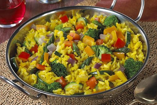 Our mouths are watering over this kidney-friendly vegetable paella! This is the perfect recipe for when you choose to go meatless without sacrificing any of the flavor. #kidneydiettips #recipe