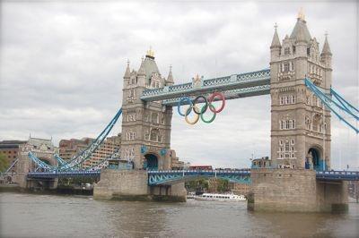 パラリンピックのマーク、後ろから見ると…。