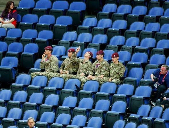 Soldados britânicos assistem jogos nas Olimpíadas de Londres