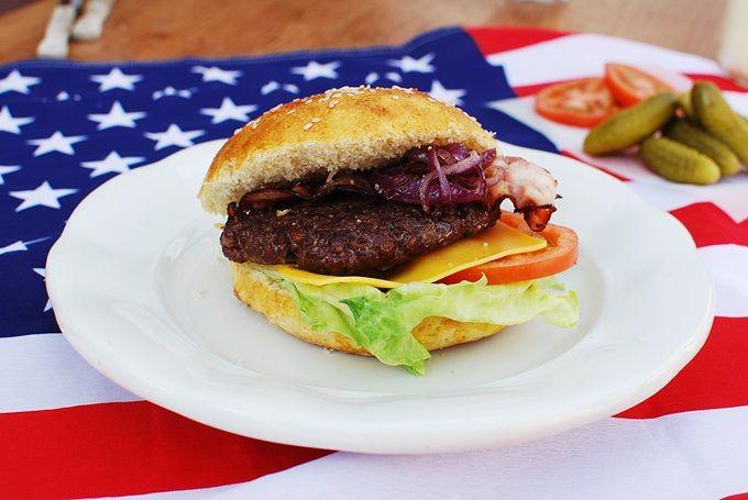 FoodLover: Hamburger podávaný v domácí bulce