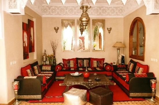 salon-marocain-2014-confortable-traditionnel.jpg (550×366)